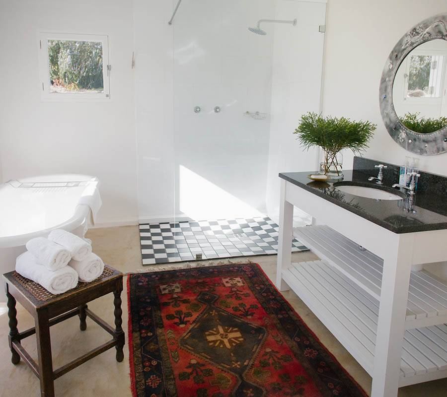 Bathroom of Frog Cottage on Rockhaven Farm