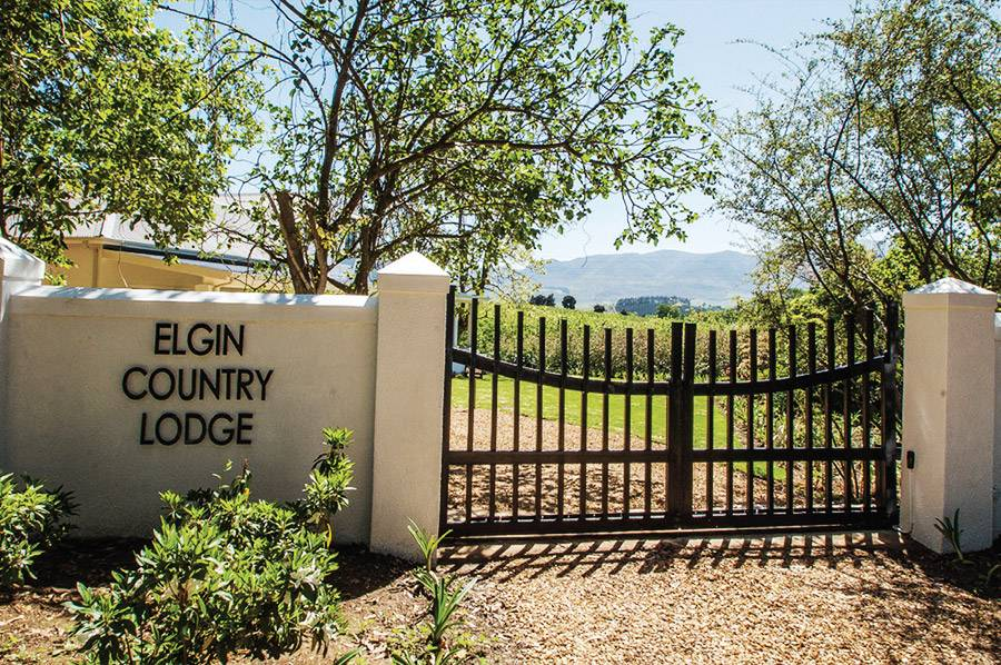 Elgin Country Lodge entrance gates