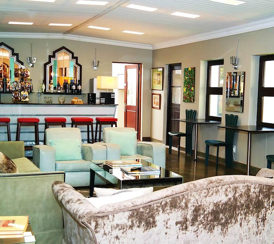 The Elgin Valley Inn lounge