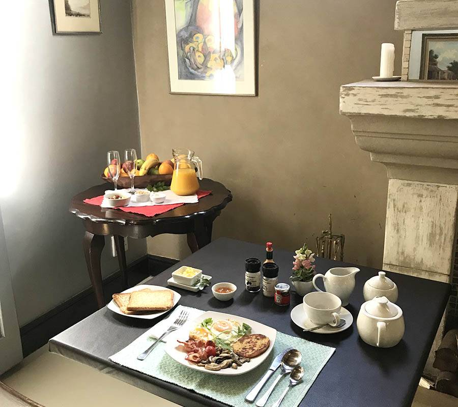 Breakfast served at The Elgin Valley Inn