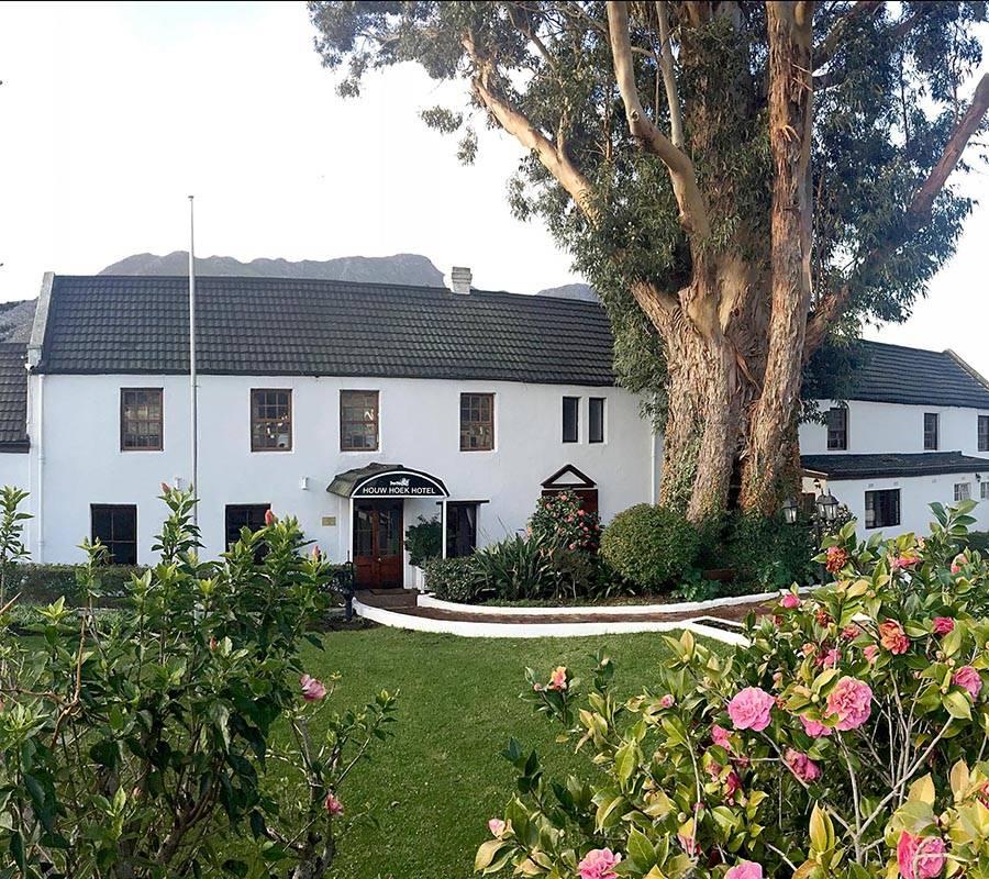 Houw Hoek Hotel garden and exterior